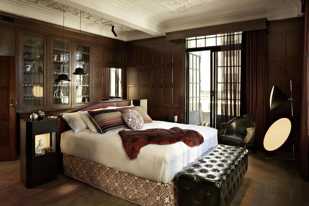 QT_Sydney_Hotel_Room